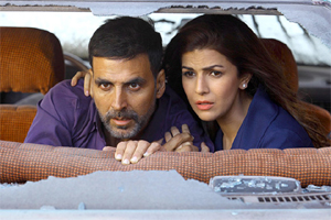 airlift review, Airlift movie review, airlift movie, Akshay kumar, Nimrat Kaur, Airlift review in hindi, hindi movie review airlift, review of airlift