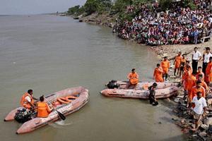 burdwan, bhagirathi river, accident, boat capsize accident, west bengal, saumitra mohan, Vijay Bharti, kalna, shantipur
