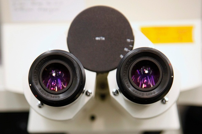 scanning helium microscope, biological sciences, pharmaceuticals