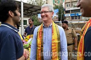 Apple CEO TIm Cook at Siddhivinayak Temple in Mumbai