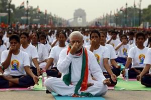 Sri sri ravi shankar news, sri sri ravi shankar updates, yoga day news, yoga day celebrations, mumbai updates