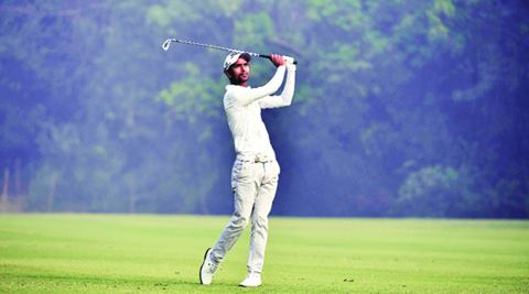 If you're a bit late, then it doesn't matter because groups have teed off late, stymied by the fog that descended on the capital this last week.