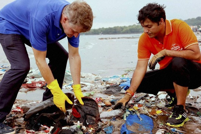 Lawyer Afroz Shah, cleaned city beach, PM Narendra Modi, cleanliness, swatchh bharat, india