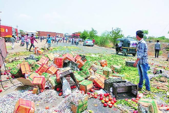farmers strike, farmers strike in maharashtra, strike in maharashtra, supply disrupted in maharashtra due to strike