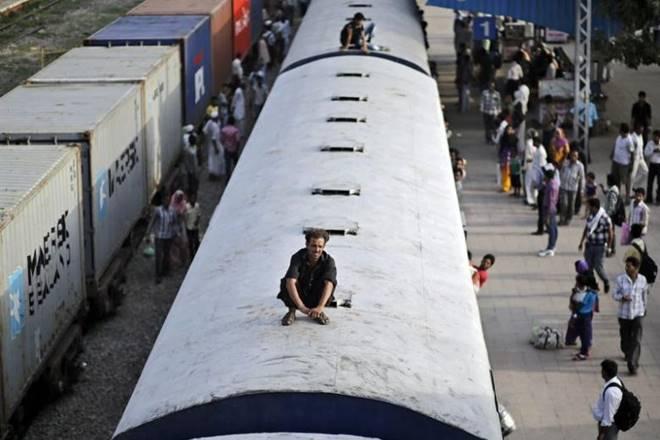 Farmers protest in Maharashtra, Farmers protest, Farmers protest news, farmers strike, maharashtra, maharashtra farmers protest, indian railways, train service disrupted, farmers to disrupt rail service