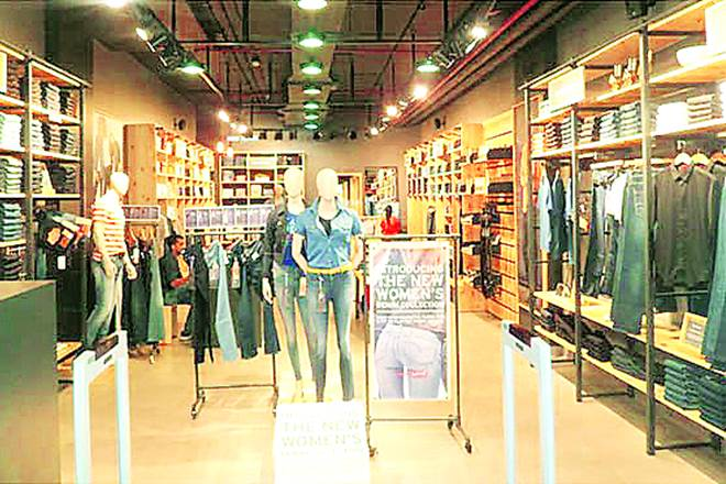 van heusen, arrow, raymond, park avenue, casual wears production, casual wears demand, success for casual wears makers