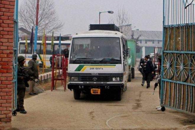 Cross LoC bus, bus services, Pakistan Occupied Kashmir, Cross-LoC traders, ceasefire violations, ceasefire violations in kashmir, Chakan-Da-Bagh crossing