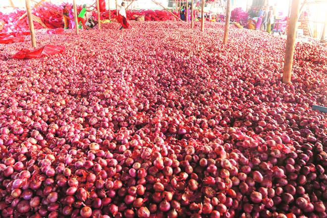 tomato prices, tomato prices in india, tomato prices soar, onion rates, onion rates in india, Lasalgaon market, wholesale market, APMC, Nandkumar Daga, Onion Merchants Association
