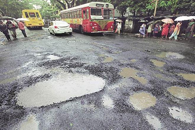 bmc pothole, bmc pothole death, mumbai pothole death, smart city mission, swachh bharat mission, india potholes, pothole problem in india, pothole accidents in india, municipal bodies, municipalities, problems of municipalities