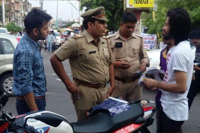 good act, police good work, policeman good act, sho dushyant rana, ghaziabad police saves men life, dushyant rana ghaziabad police, ghaziabad police officer saves man life