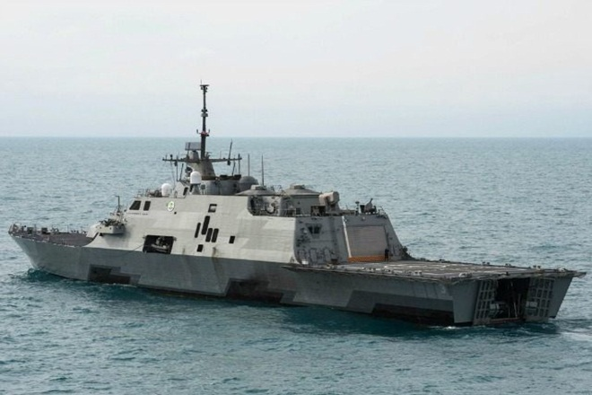 us navy ship fires iranianvessel, us fires iranian vessel in gulf, uss thunderbolt fired shots, iranianvessel fired in gulf