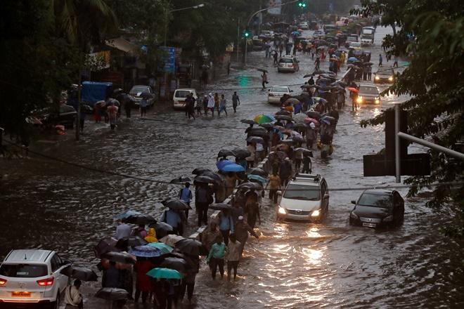 mumbai rains, mumbai flood, mumbai water logging, mumbai rain woes, mumbai rain problem, why mumbai choked, how to solve mumbai's rain woes, mumbai rain deaths, mumbai rain update