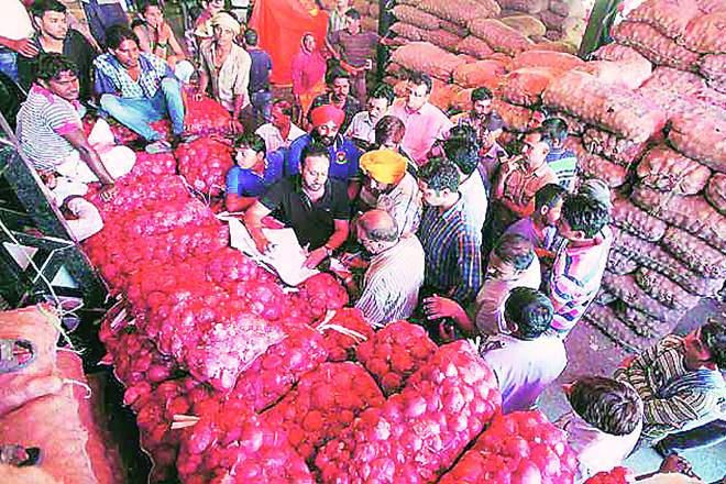 onion traders raided, raid at onion traders, online market affected