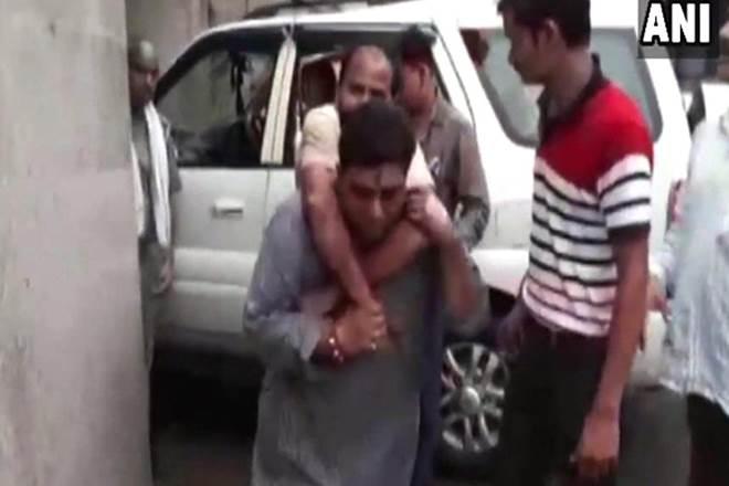 BJP, BJP MLA, Mejor Sunil Dutt Dwivedi, BJP mla carries victim on his back, Uttar Pradesh