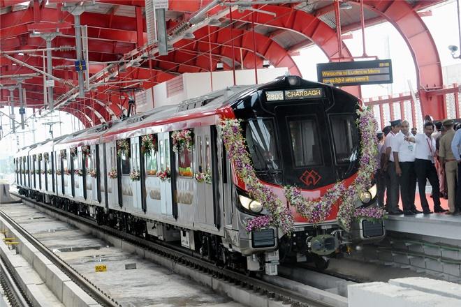 lucknow metro, lucknow metro inaugural run, lucknow metro day 1, lucknow metro snag, lucknow metro news, akhilesh yadav, lmrc, yogi adityanath