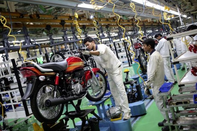 bikes sales rise, bikes sales rise in india, bikes sales in india, demonetisation, Hero's wholesale volumes, TVS sales, TVS, Hero MotoCorp sales, Automobile Manufacturers, economy segment models, segment motorcycles, rural markets