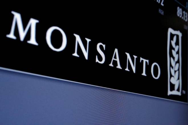 Monsanto business, Monsanto business in india, illegal copies of seed, seed-tech firm, Genetic Engineering Approval Committee, Monsanto's Bollgard-II technology, Nuziveedu, PPVFRA