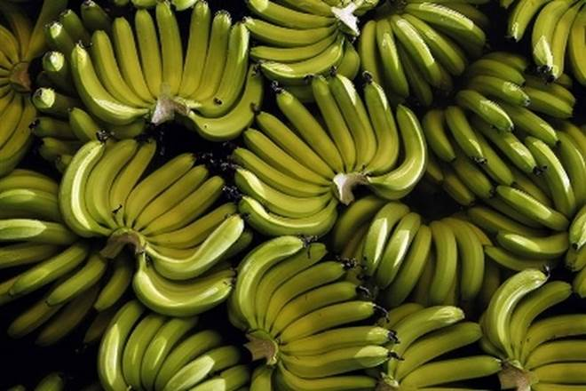 bananas, befits of bananas, how to prevent heart attack,  risk of heart disease, how to prevent strokes, merits of bananas