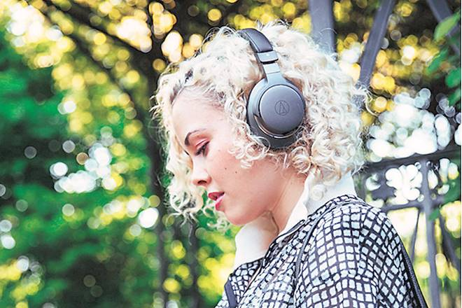 Audio Technica ATH-AR3BT, features of Audio Technica ATH-AR3BT, price of Audio Technica ATH-AR3BT, A R Rahman, mersal, Bluetooth headphone