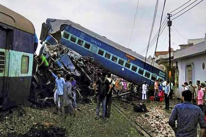 Railways, Khatauli, Uttar Pradesh, Utkal Express, Khatauli, UP, Trackmen