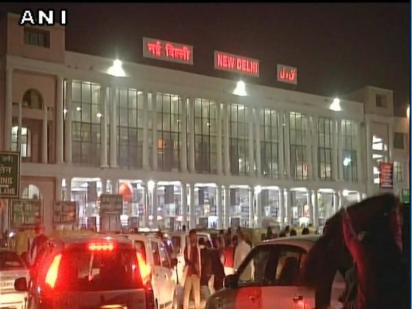 Delhi air pollution, trains cancelled, flights cancelled, train schedule, delhi trains, delhi flights, delhi pollution, delhi smog