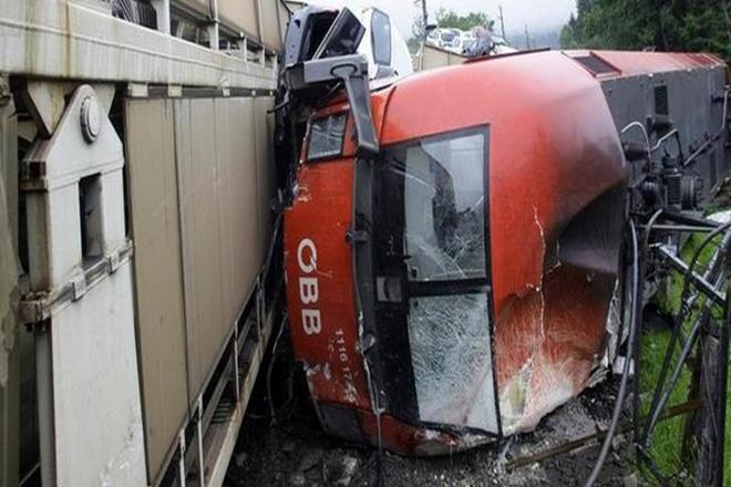 trains collide, Vienna,regional trains,REX train,Red Cross,federal railway