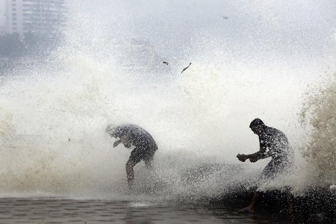 gujarat weather live updates, gujarat weather, gujarat news, cyclone ockhi gujarat, cyclone ockhi live updates, surat, surat weather, cyclone ockhi surat
