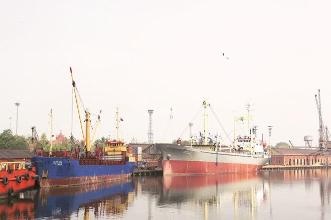 Kolkata Port,inland water transport,Haldia Dock Complex,KoPT handling vessels,LNG facility at Haldia,Vizag Port Trust, kolkatadock system