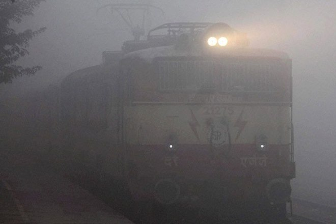 trains delayed, train status, cold wave in delhi, train schedule, delhi winter, delhi news