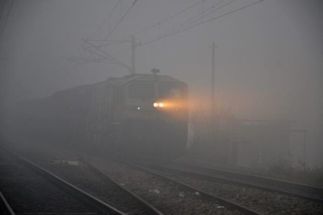 delhi fog, delhi weather, delhi temperature, delhi smog, air pollution, delhi flights, delhi trains, flight delays, flight cancelled, delhi air quality, delhi air operation, train status, indian railways status