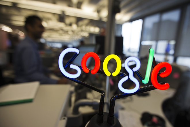 Google Pixel, Microphones, Two pixel owners, Patricia Weeks,Google