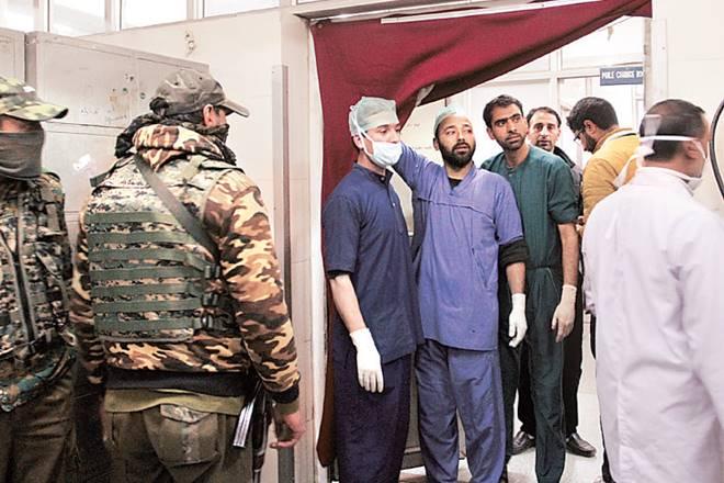 Militants kill, Srinagar hospital, LeT commander,militants opened fire,police team,Lashkar-e-Toiba