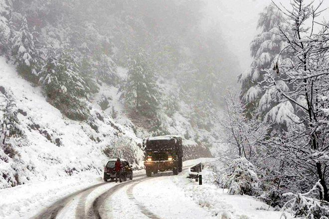 Jammu Srinagar highway, Jammu Srinagar highway closed, jammu srinagar highway snowfall, bannihal sector, snowfall,