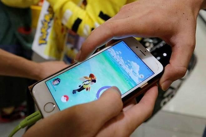 smartphone, phone use, kids, children, phone addicts, children use smartphone, children on phones, kids addicted to smartphone