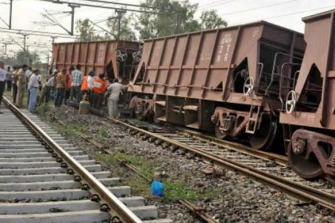 good trains derails, maoists removes tracks, chattisgarh, Kirandul Visakhapatnam railway section,Bacheli