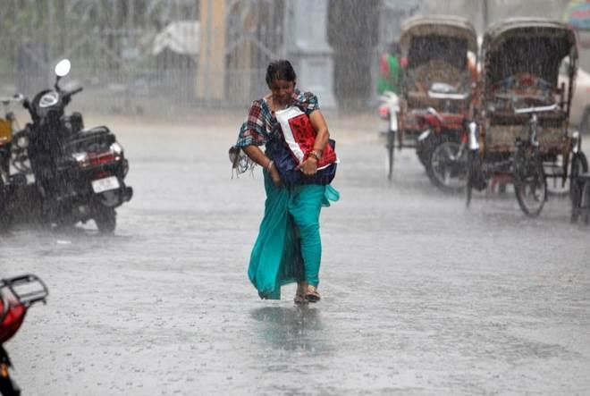 heavy rain, monsoon, monsoon in india, gujarat, gujarat rains, transport disrupted, india